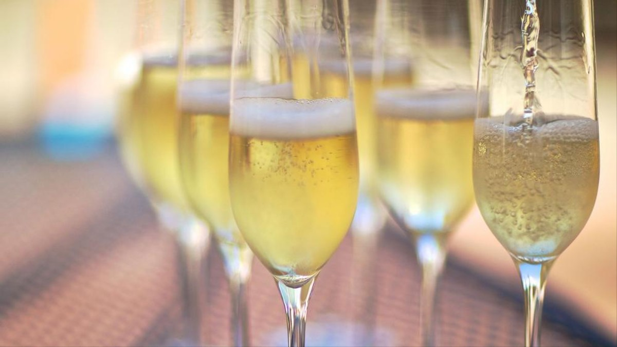 Sparkling Wines To Enjoy With The Warm Days Of Summer!